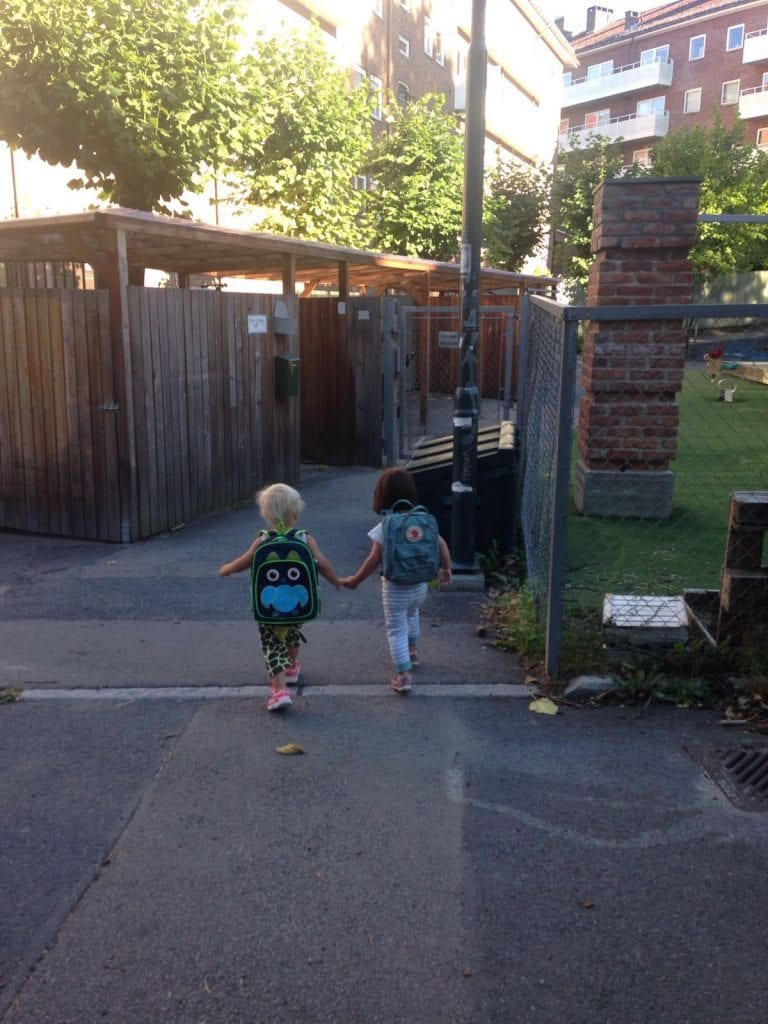 Saga and Naomi walking to kindergarden